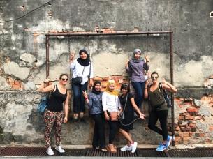 """GEORGETOWN, Malaysia #2017. """"Gli amici sono quelli che ti aiutano a rialzarti, quando le altre persone neanche sapevano che eri caduto""""."""